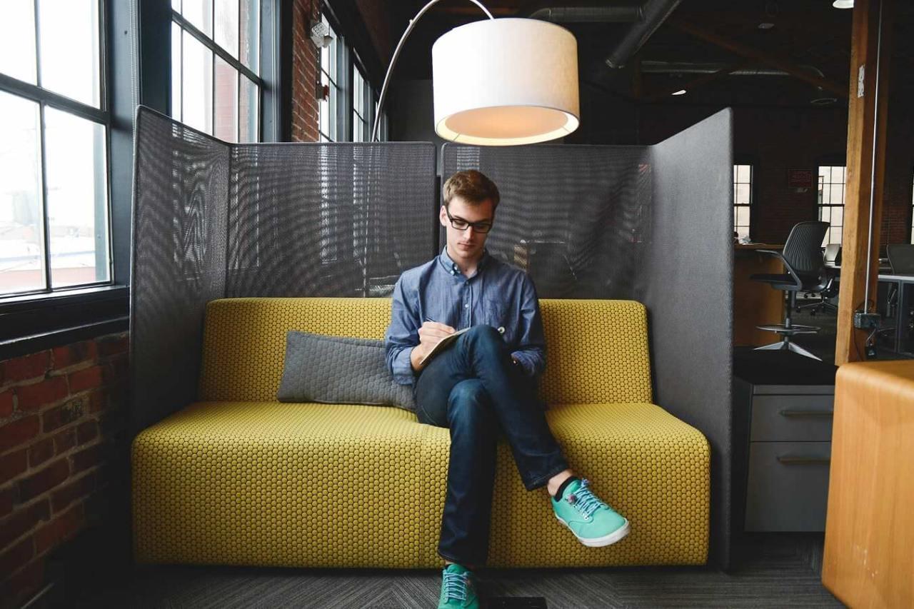 オフィスで休憩!会社で出来るおすすめの簡単なリラックス方法6選