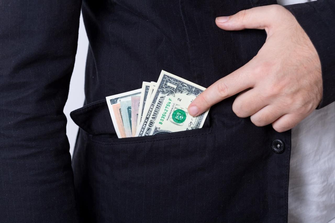 ポケットにお金やカードを入れて持ち歩く!財布を持たない主義のメリット5選