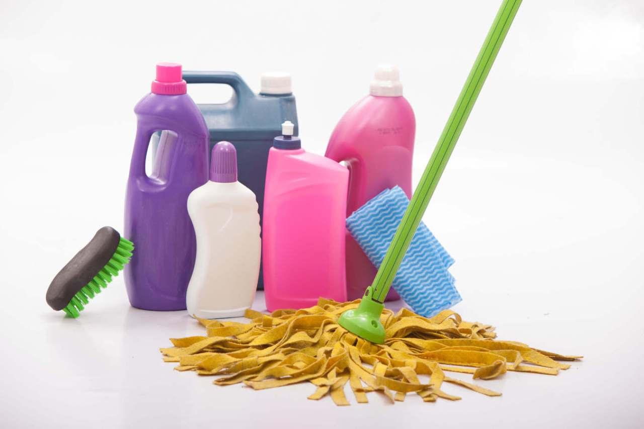 料理中にうっかり!床・フローリングに油をこぼした時の掃除方法