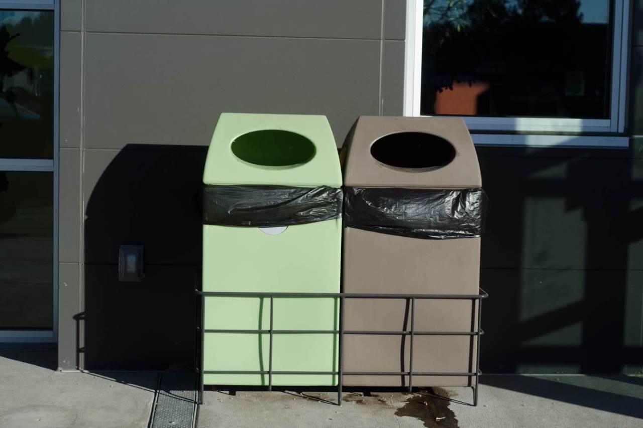 効果的に消臭!ゴミ箱の生ごみなどの臭いにおいを消す方法5選