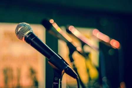 迷惑!カラオケで歌っているときにやられると超絶うざい行為5選