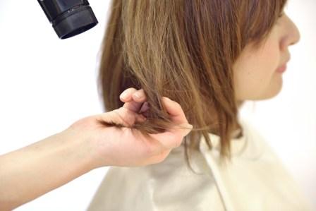 お風呂上がりでもあっという間!髪の毛を早く乾かす6つのコツや方法