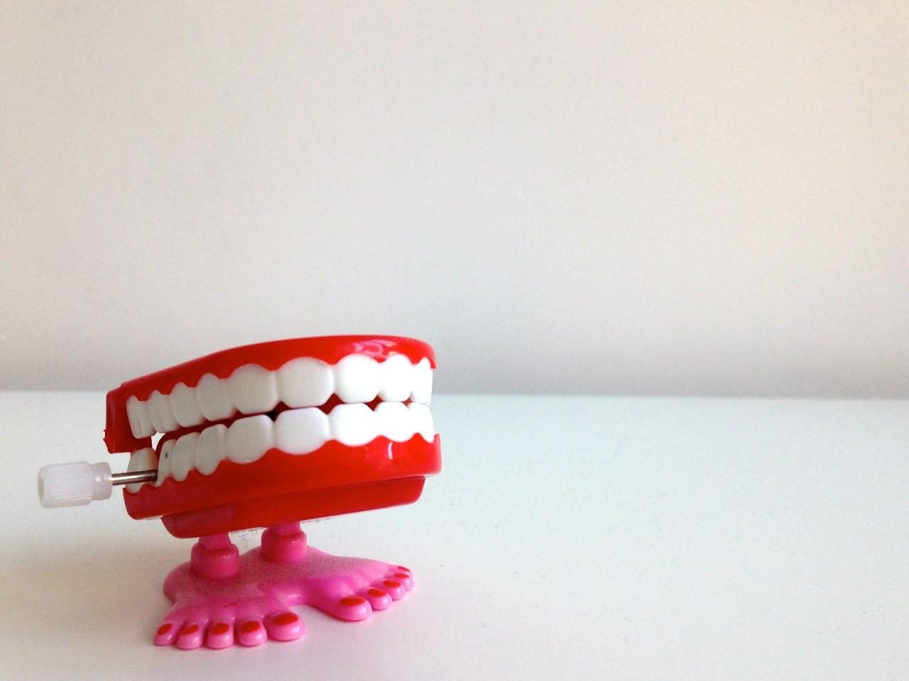 しっかり防ぐ!睡眠中の歯ぎしりを改善するための治し方や防止対策5選