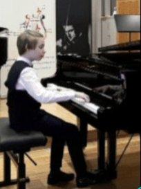 mikołaj fortepian