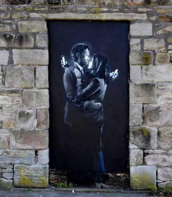 Граффити Бэнкси на двери юношеского клуба