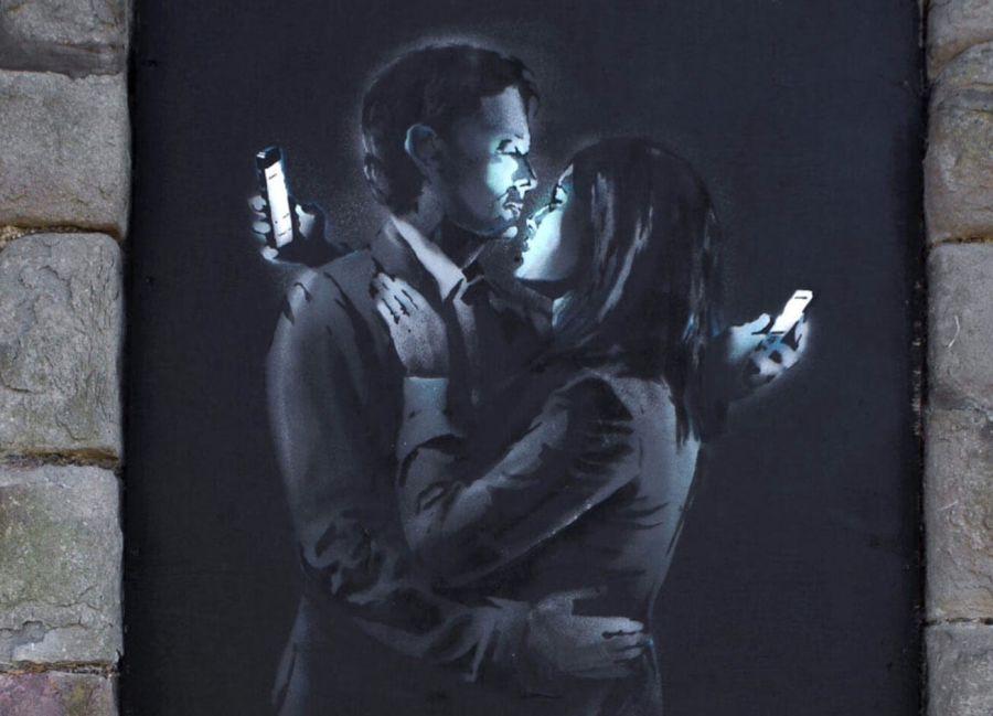 Бэнкси любовники со смартфонами