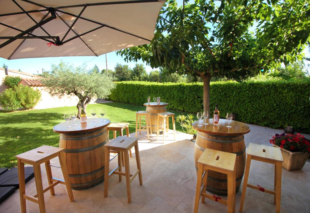 Terrasse Arts et Vin au soleil