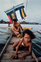 Steve McCurry, A Bajau fisherman and his daughter ply the Sulu Sea. Philippines, 1985.