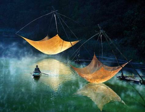 Ly Hoang Long Fishing net checking
