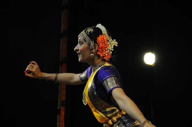Joys and pains of love: heroines and lovers relationships explored in traditional Indian dance