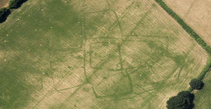 Hot dry summer reveals hidden archaelogical sites in England