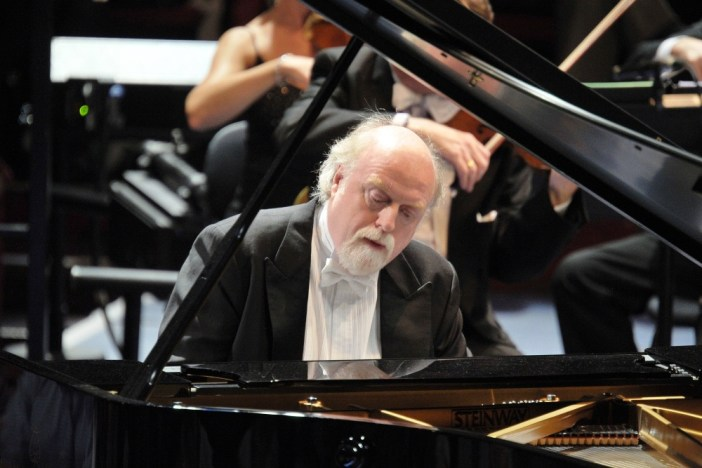 Pianist Peter Donohoe gives the first concert in Nadsa's 74th Concert Season