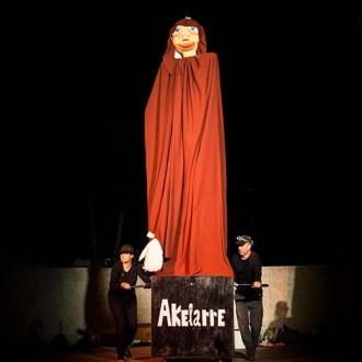 """Espectacle de creació comunitària """"Akelarre"""". Cia. El Racó del Gat."""