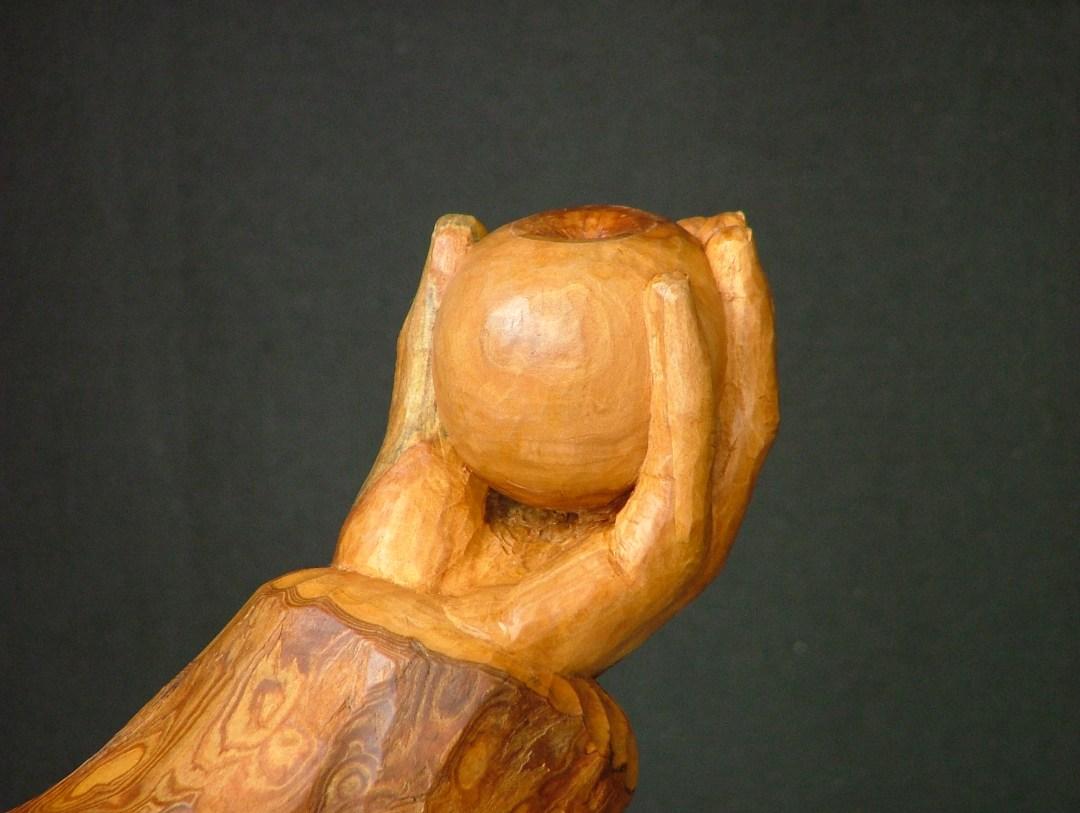 Galerie sculptures contemporaines - Main tenant une pomme