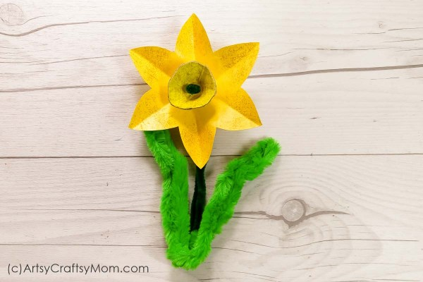 Egg Carton Daffodil craft for kids -Make the best out of waste while developing fine motor skills such as hand-eye coordination, dexterity and cuttingskills.