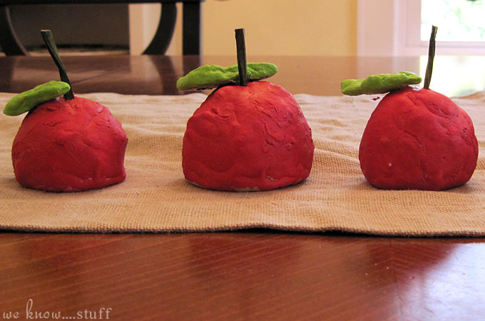 apple playdough -Top 10 Easy Apple Crafts For Kids via ArtsyCraftsyMom - Games, prints, playdoh, paper plates -everything to get your kids excited about Fall with fun and easy apple crafts!