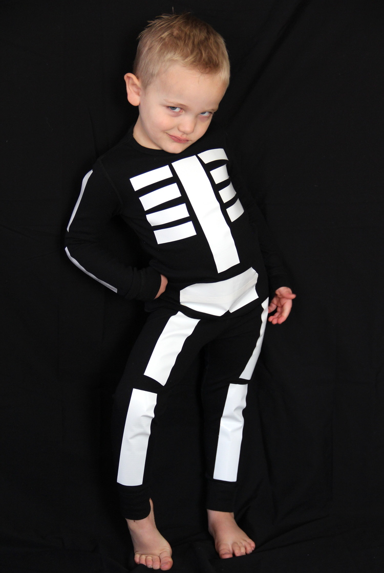 glow in the dark skeleton costume - Try these 21+ Last minute Halloween costume ideas that are both creative and easy and you can pull off in less than one hour. Minions, bandits, dolls and more