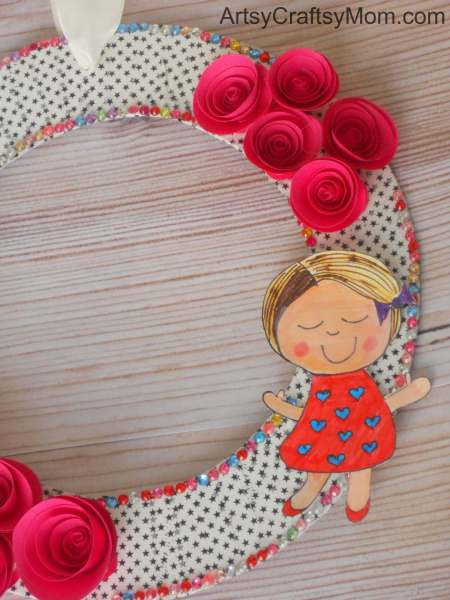 Get into the mood this Valentine's day with this lovely rolled roses wreath that's perfect to make over the weekend!