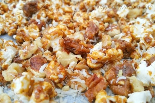 Lohri is a North Indian harvest festival, with kites, bonfires and food! This Lohri, try out these Elaichi Caramel Popcorn Clusters - a hot & sweet snack!