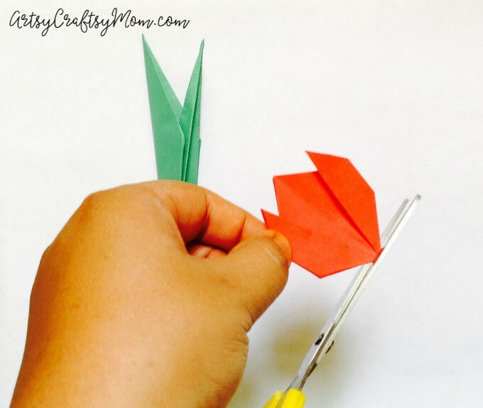 Easy Origami Tulip Craft for Kids - Artsy Craftsy Mom | 575x680