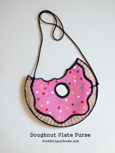 Doughnuts are delicious, but you can also make crafts based on them! Here are 10 fun doughnut crafts, just in time for National Doughnut Day.