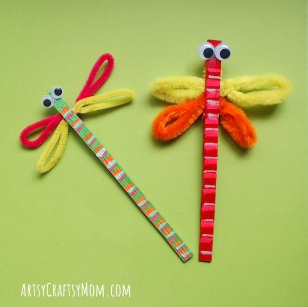 Dragonflies are delightful and this Craft Stick Dragonfly Craft with Video Tutorial is no different! This is a super easy craft that takes all of 5 minutes!
