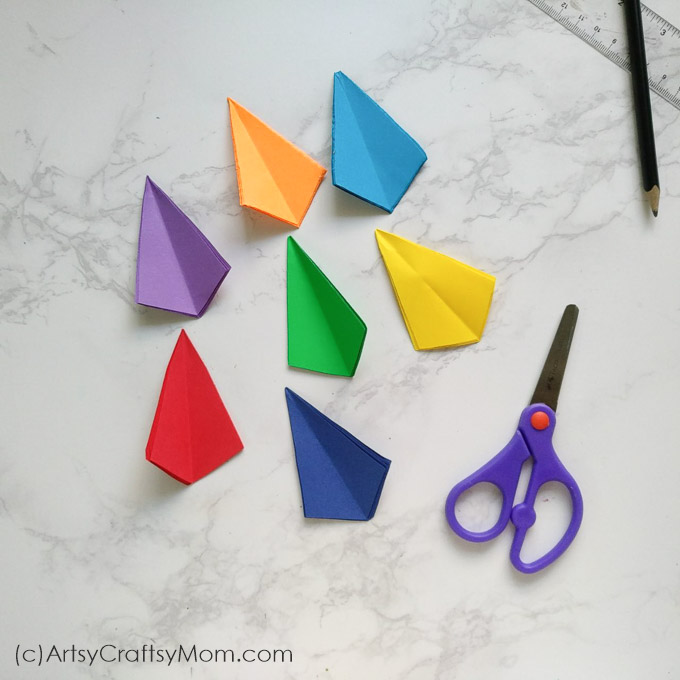 Make Fun Miniature Paper Kites - DIY - Guidecentral - YouTube | 680x680