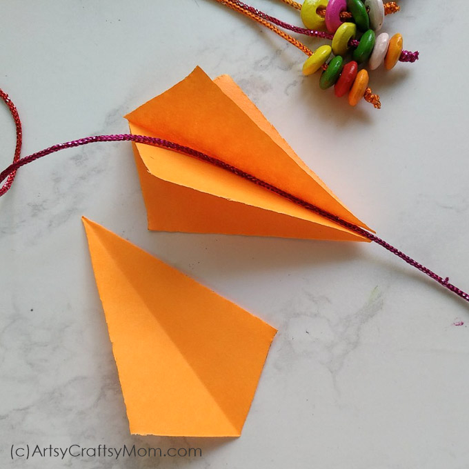 Easy step by step instructions on how to make this Sankranti Craft for Kids- DIY Paper Kite Mobile. Easy kite crafts for kids, perfect for Sankranti and Kite Day. #Kitecraft #sankranti #Nurserydecor #paperkite #kidscraft #artsycraftsymom