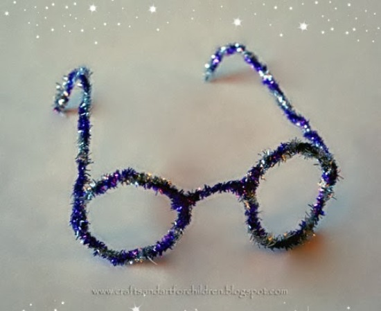 Pipe Cleaner Glasses & 25 Playful Pipe Cleaner Crafts for Kids