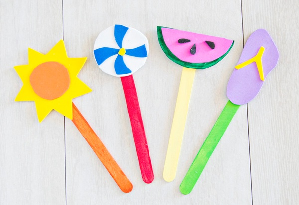 These simple Popsicle Stick Crafts for kids are perfect to while away a rainy afternoon or boring weekend! Make, play and enjoy these fun crafts with your friends!