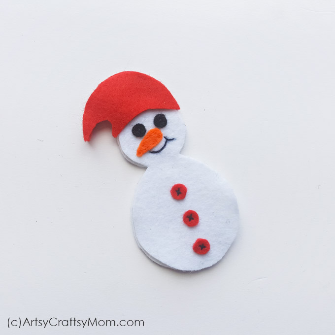 This Felt Snowman Christmas Ornament can brighten up any Christmas tree or mantle!! With our free printable template, this is perfect for sewing beginners!