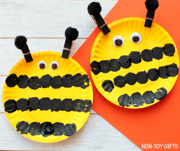 This World Bee Day, gather whatever you can find and make these cute bee crafts for kids! Clay, egg cartons, toilet rolls or craft sticks - use them all!