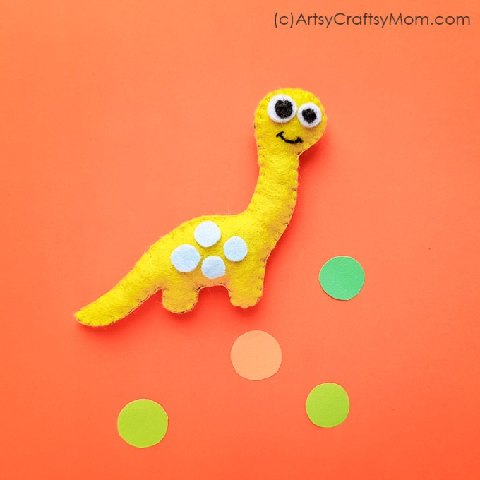 This DIY Felt Dinosaur Plushie is the perfect project for a little dinosaur fan! Turn it into a cute pencil topper or a bag charm for your school bag!