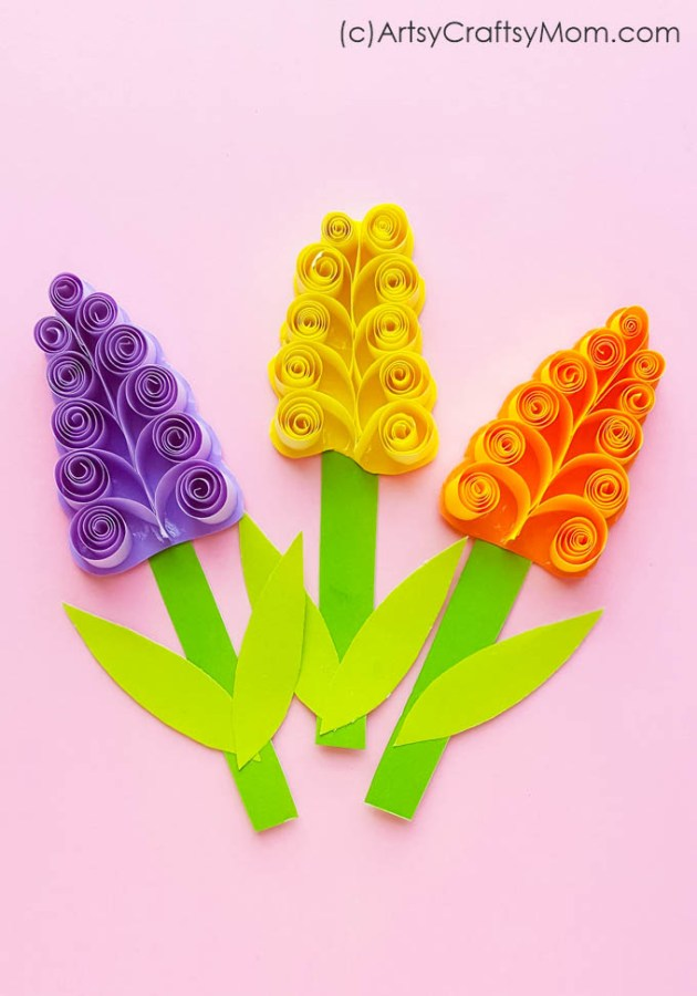 How pretty is this Rolled Paper Hyacinth Spring Flower Craft? Make these to decorate handmade cards, gifts or spring-theme wall decor!