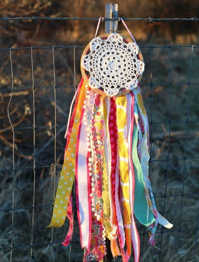 Hold on to the good dreams and let go of the bad ones with these DIY Dream Catchers! Easy and pretty projects that are perfect for World Dream Day.
