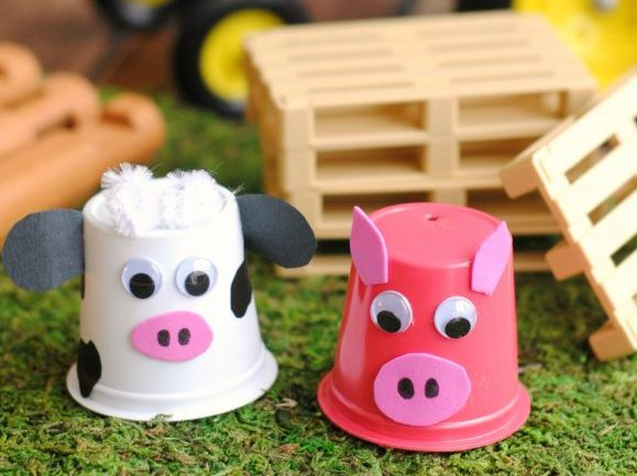 Feed the animals, plant veggies and learn about life on the farm with these fun and fresh farm crafts for kids! Perfect for preschoolers and primary kids.