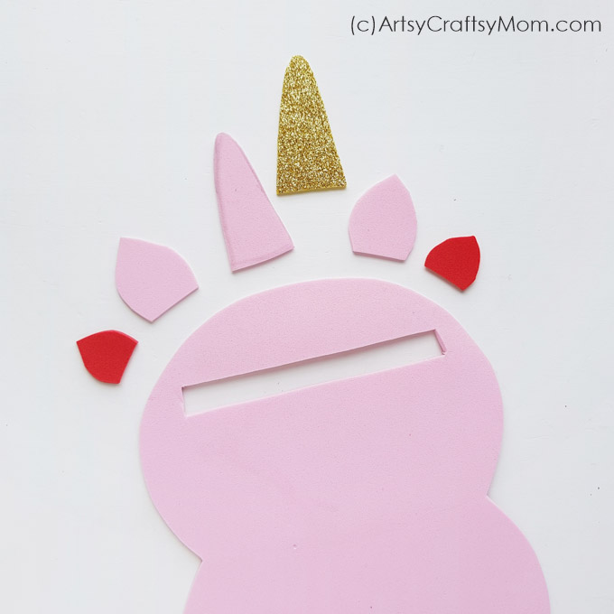 This No Sew Foam Unicorn Pouch makes the perfect DIY gift for a friend who loves with unicorns! With glitter and pretty colors, this is sure to be a hit!