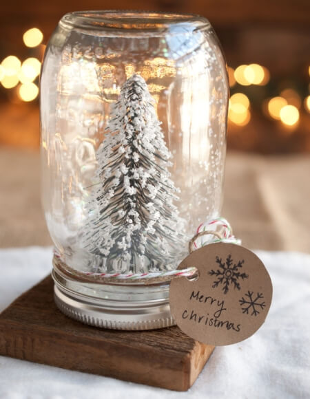 Give your holiday decor a boost with these gorgeous Christmas Mason Jar Crafts!! Whether it's vintage or contemporary, there's something for everyone!