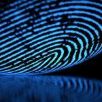 Hackers pueden tomar huellas digitales de un vaso para entrar a su smartphone