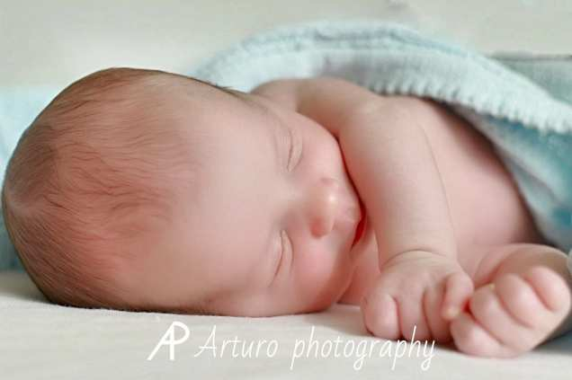 Recién nacido durmiendo en paz