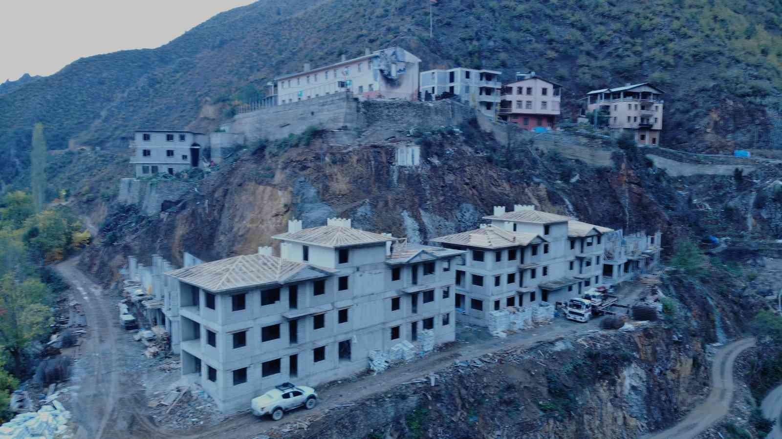 Yangında 42 ev ve 64 ahırın kül olduğu Dereiçi köyünde AFAD konutları yükseliyor