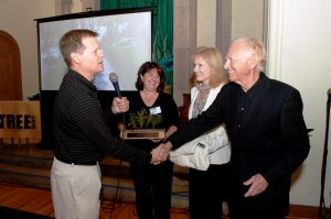 Paul Maurer thanks Stan Lipsey for support at fundraiser 2008