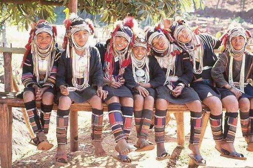 三輪隆山岳民族写真館 アカ族