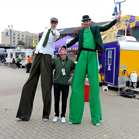 Patty-in-the-Plaza-Stilt-walkers-e1438998343484.jpg?fit=472%2C472