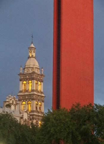 Katedrala eta Faro del Comercio. Monterrey.
