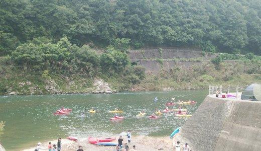 「江の川カヌー公園さくぎ」で水のすべり台に沢遊びを満喫!キャンプ場もあるよ