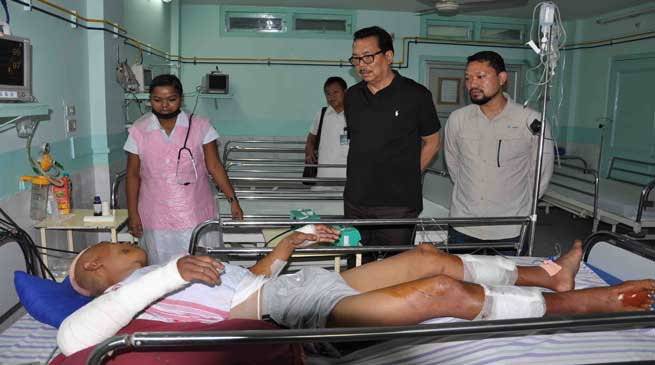 Namsai- Dy CM Chowna Mein Meets injured police personnel