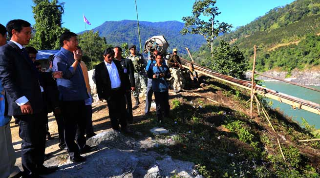 Khandu inspects Nugong suspension Bridge over Siang River