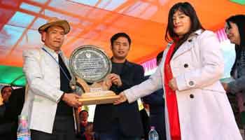 Khandu visits Baririjo, launches development projects
