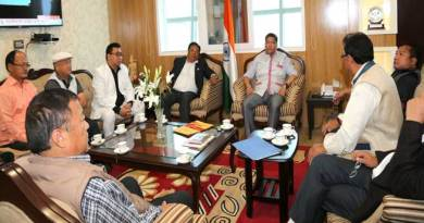 Khandu holds pre-budget consultation with former legislators